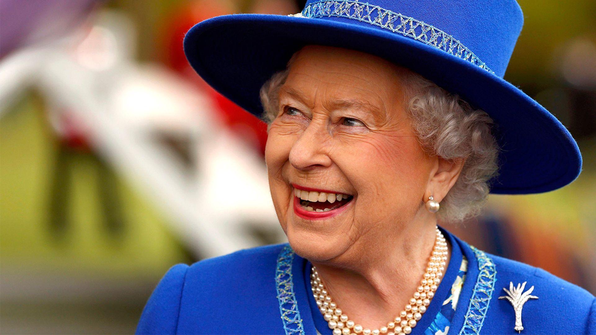 Queen Elizabeth S Regal Rainbow Style Queen Elizabeth Is Celebrating Her Birthday And Is Becoming The Longest Video Queen Elizabeth Elizabeth Ii Queen Elizabeth Ii [ 1080 x 1920 Pixel ]