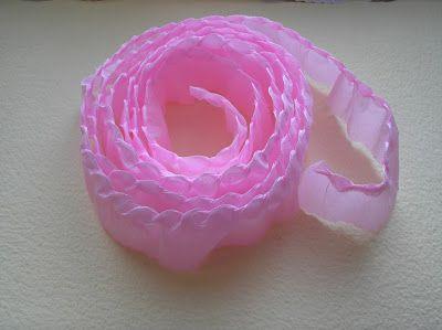 El paso a paso supuesto - con rosas de papel, desde las costas de pliegues.