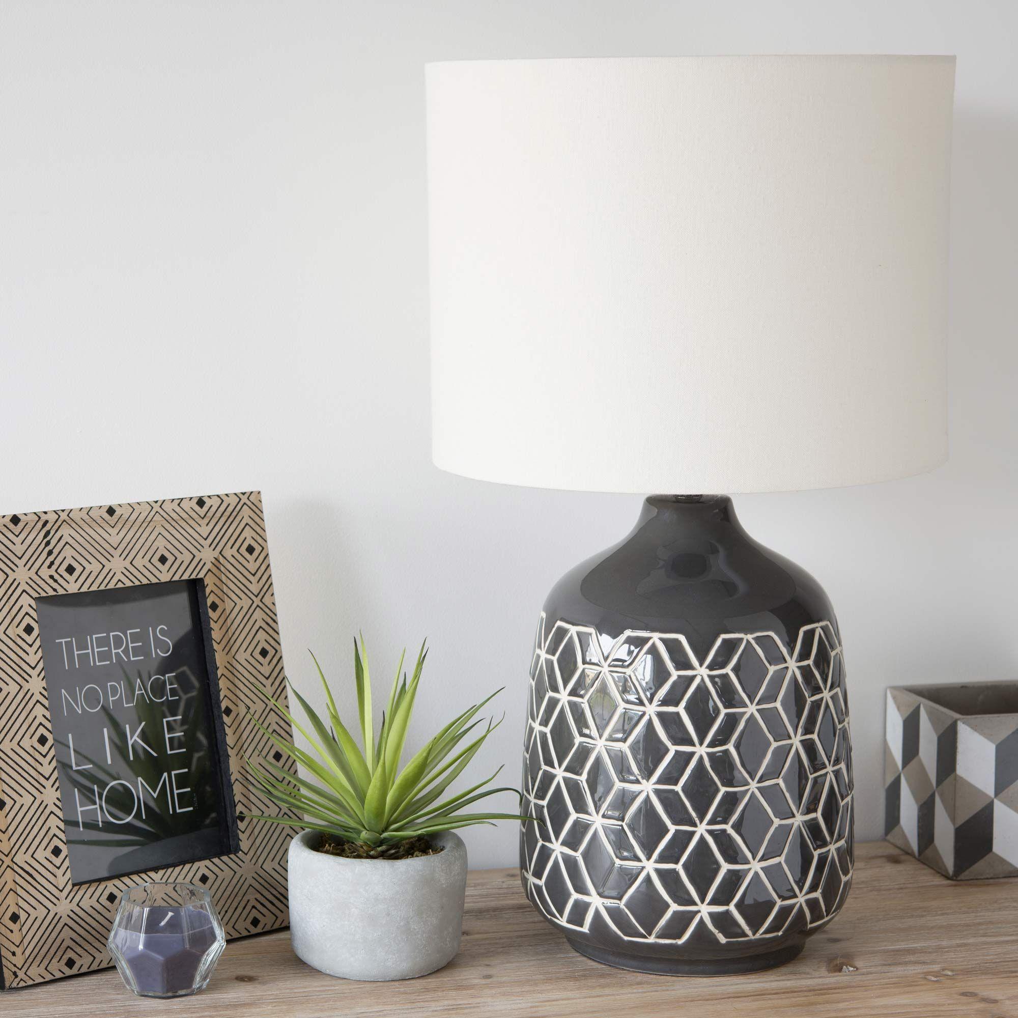 Crea un'atmosfera rilassante nella tua camera con una trapunta. Cache Pot En Ciment H 11 Cm Cubik Decoracion De Unas Lamparas