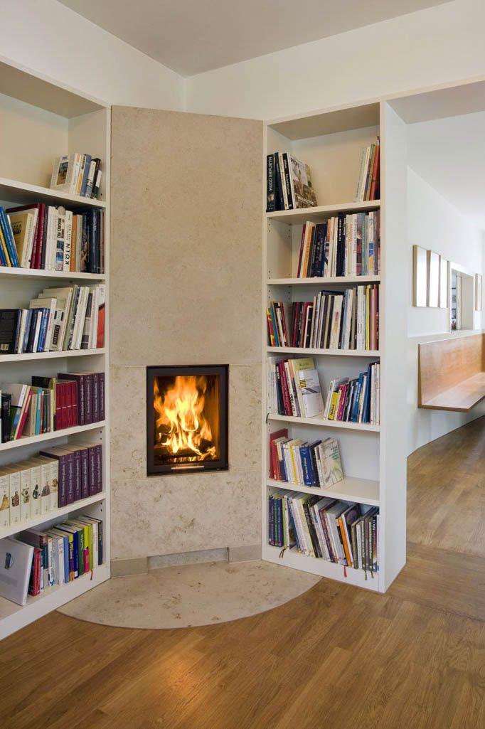 der einseitige mini mit der natursteinfront aus travertin ist mittelpunkt einer kleinen vom. Black Bedroom Furniture Sets. Home Design Ideas