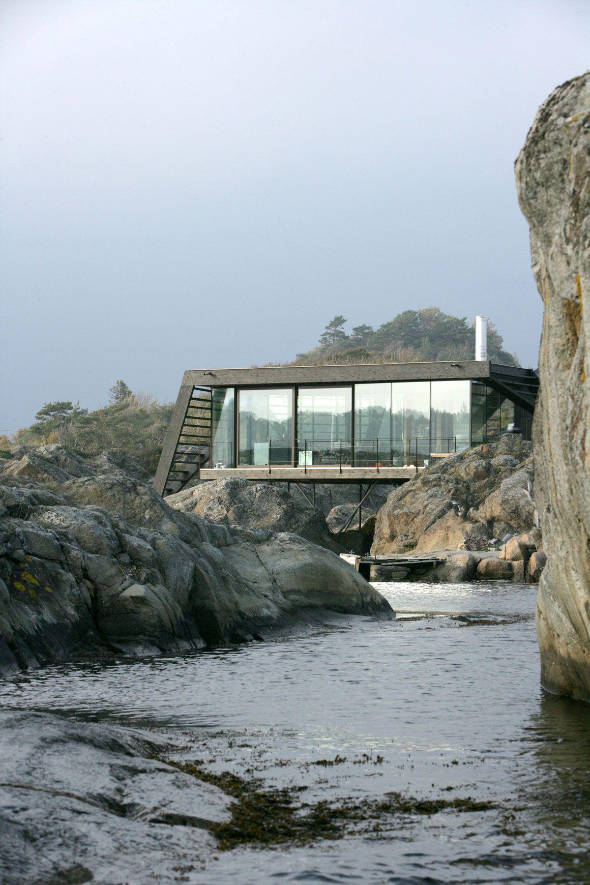 Lille Arøya holiday home built in rocks