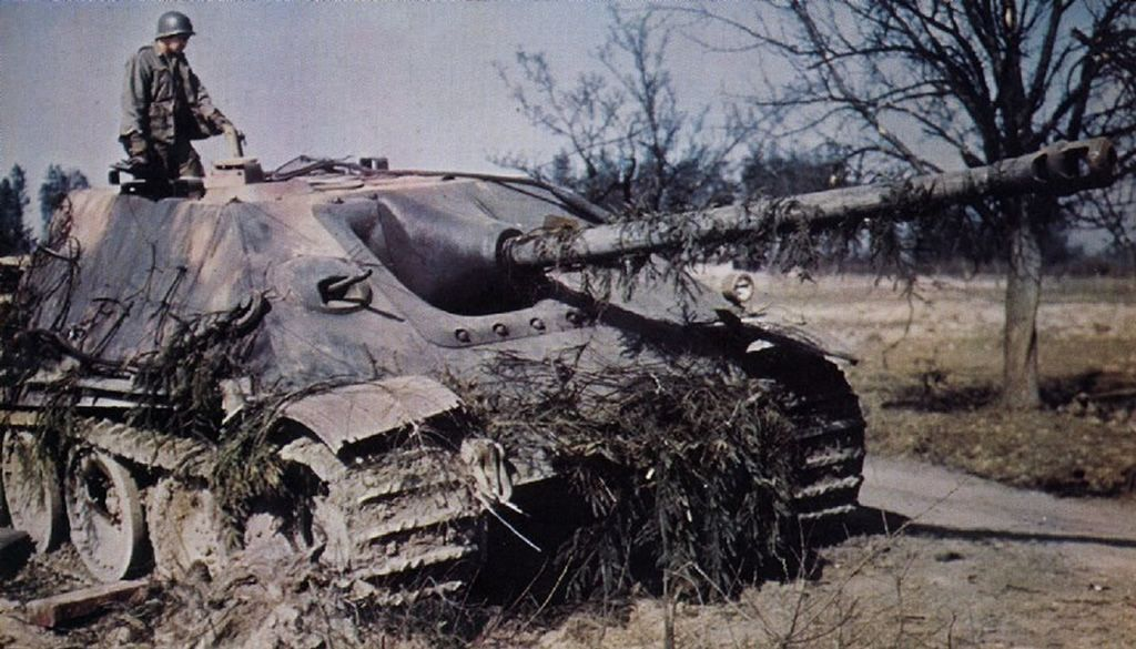 german world war 2 colour us troops inspect captured hunting panther tank 1945
