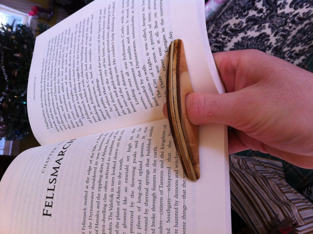 Make a simple thumb ring book holder book holders ring and books make a simple thumb ring book holder solutioingenieria Gallery