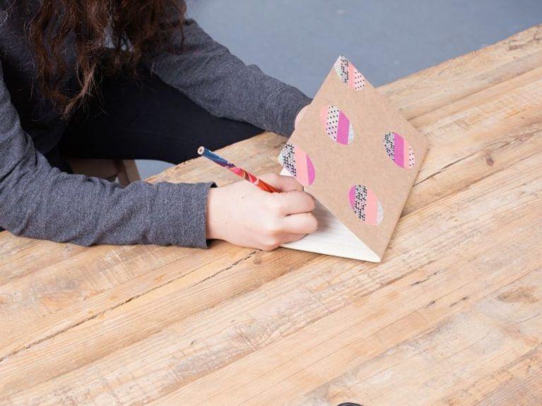 DIY-Anleitung Notizheft für Kinder verzieren mit Washi-Tape via - design des projekts kinder zusammen