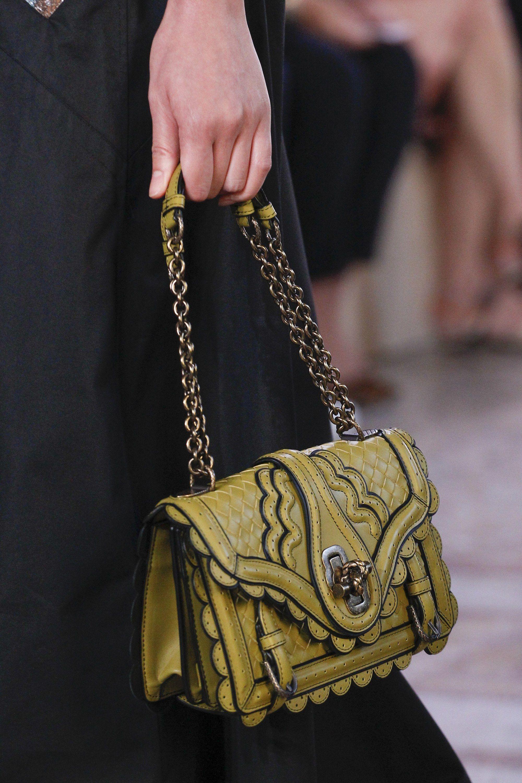 810d967290 See detail photos for Bottega Veneta Spring 2018 Ready-to-Wear collection.