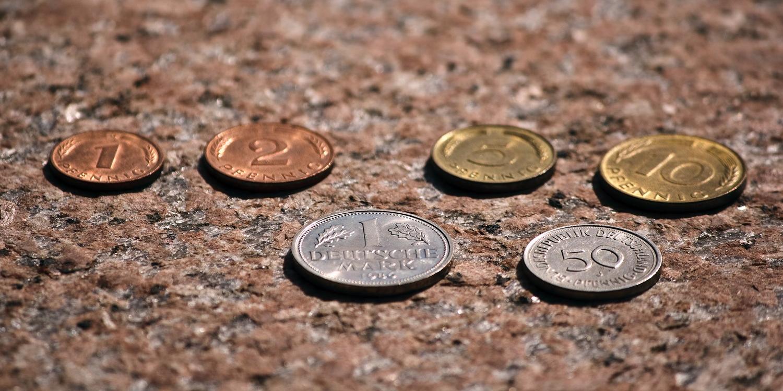 Habt Ihr Auch Noch D Mark Zu Hause Munzen Mit Diesem Zeichen Sind Bis Zu 7000 Euro Wert D Mark Munzen Altes Geld Extra Geld Verdienen