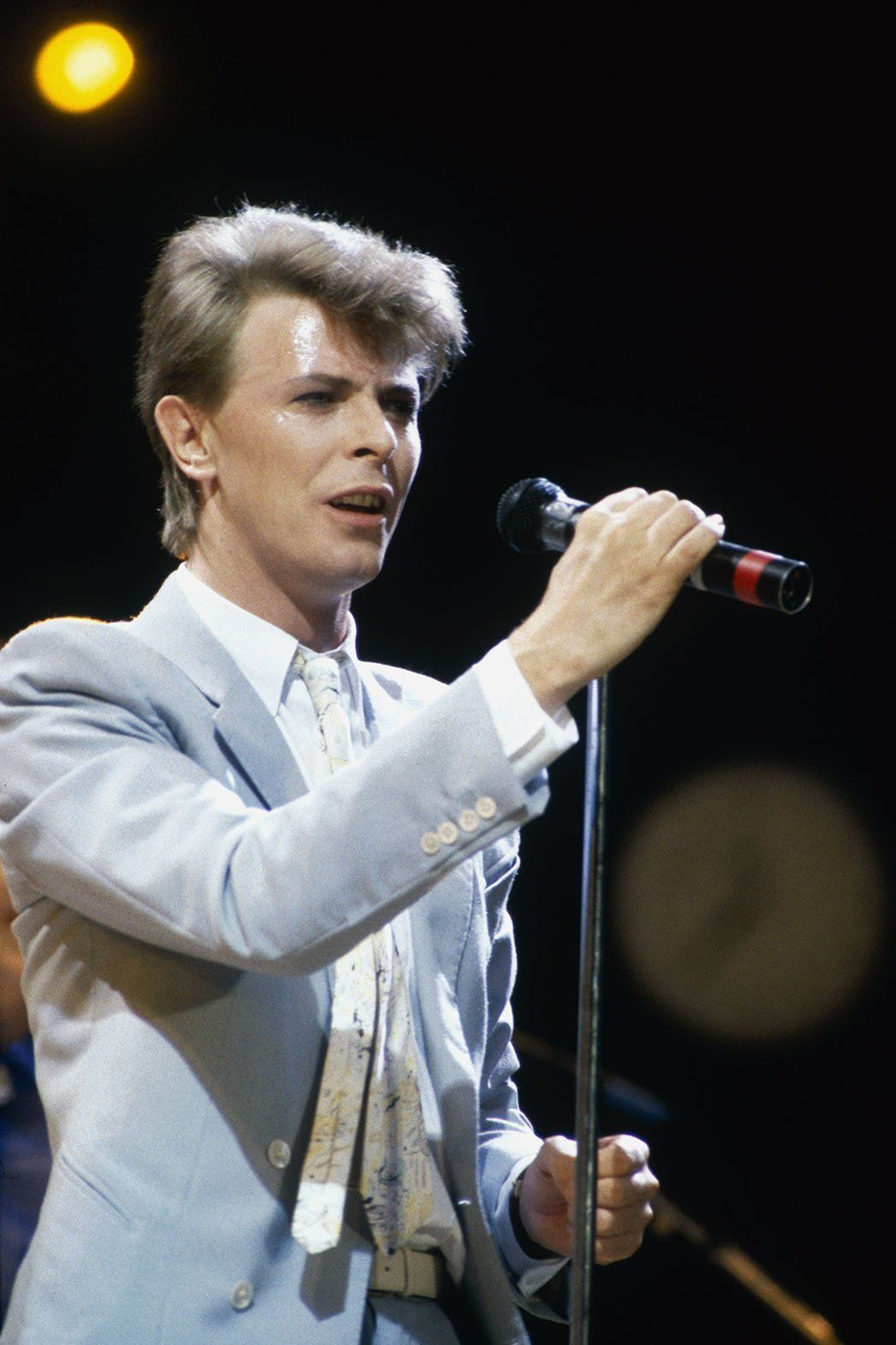 David Bowie performs during Live Aid on July 13,... - SI ... |David Bowie 1985