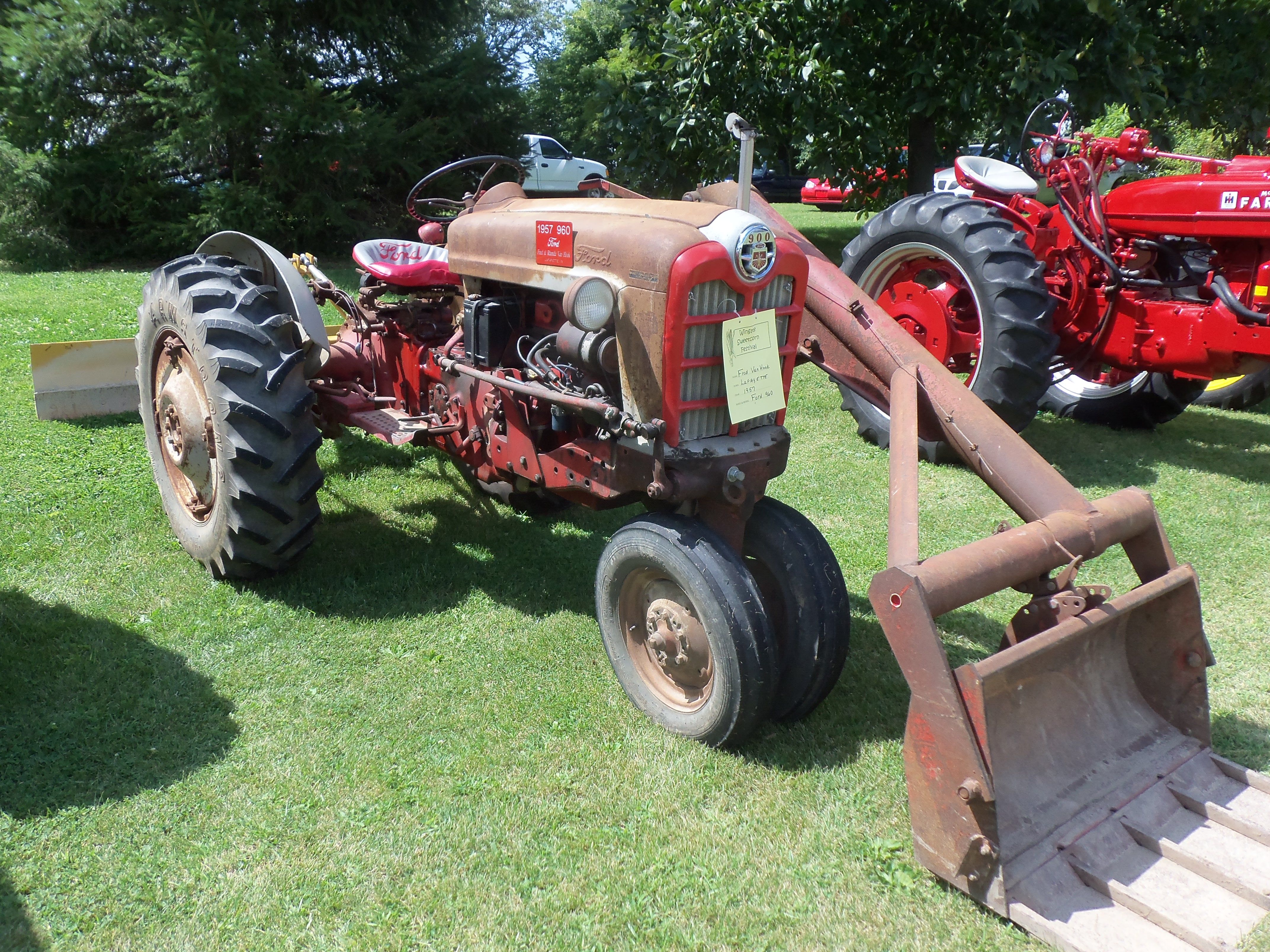 1957 ford 960 with 1 arm loader