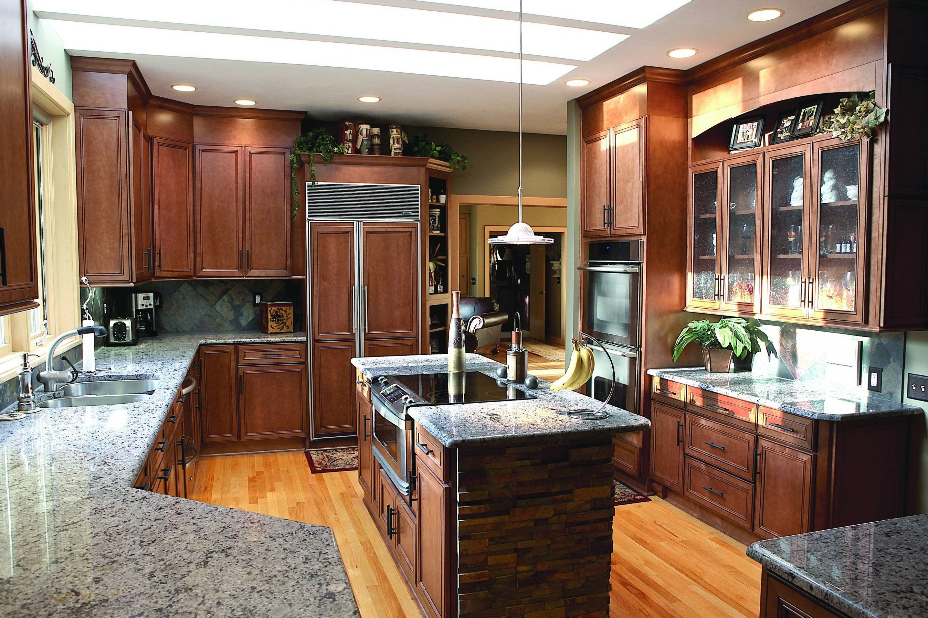 Press Room Wellborn Cabinet Inc Introduces Harmony And Cabinet Makeover Remodel Cabinets Kitc In 2020 Kitchen Cabinets Pictures Kitchen Cabinet Styles Kitchen Design