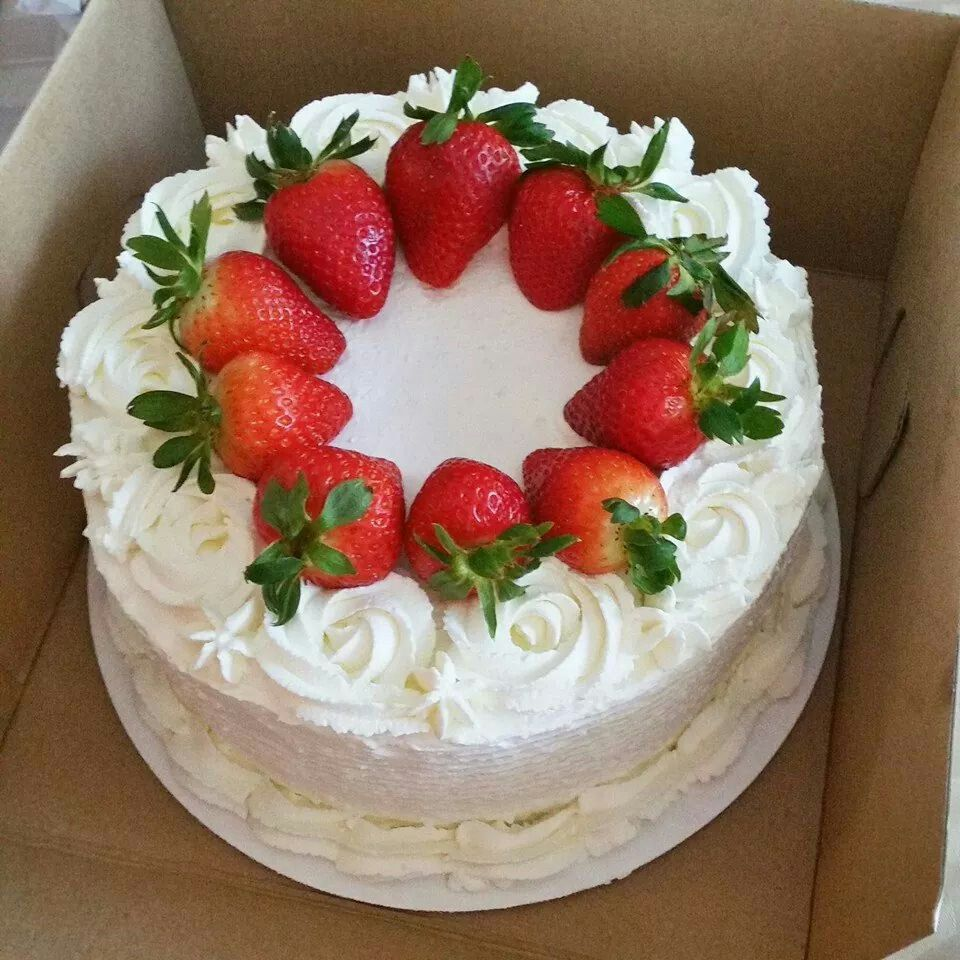Pretty Rosette And Strawberry Cake With Images Savoury Cake