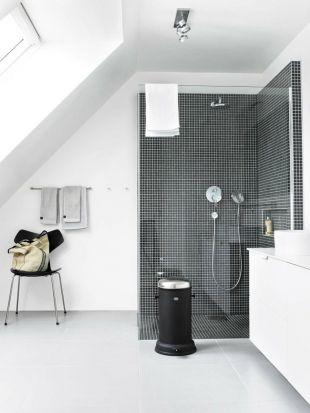 douche dans salle de bain mansard e salle de bain pinterest salle de bain mansard e. Black Bedroom Furniture Sets. Home Design Ideas