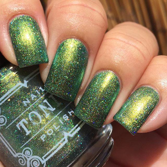 Tonic Polish Slitherin\' | Garritas | Pinterest | Pintura de uñas y ...