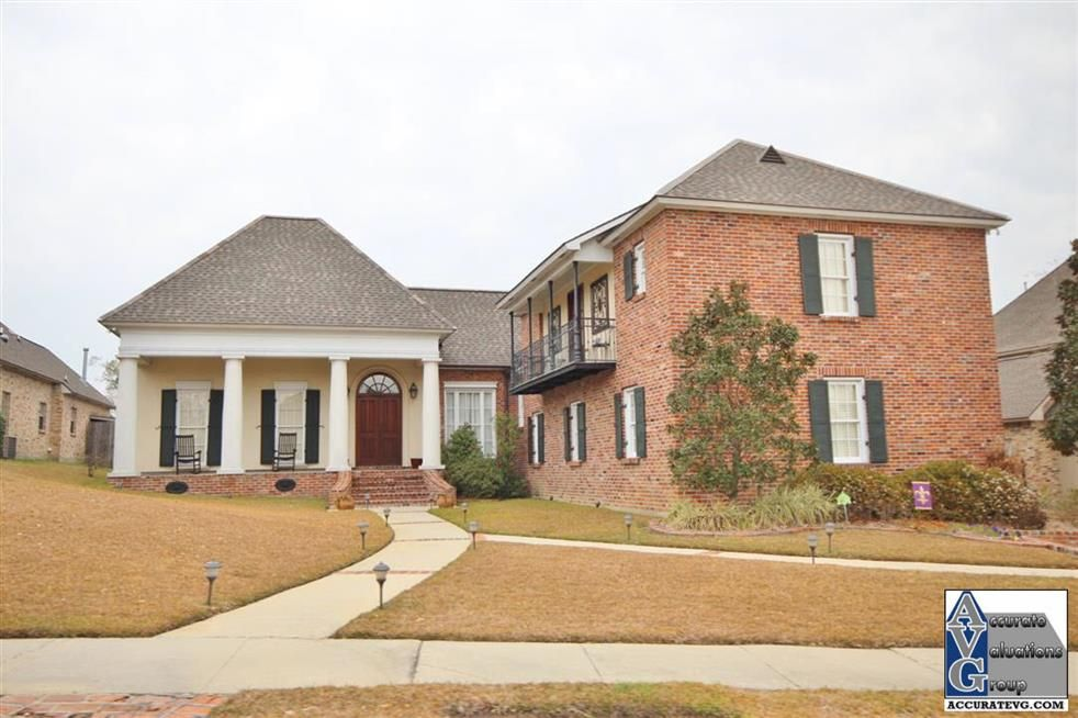 Fair oaks estates subdivision home styles in baton rouge