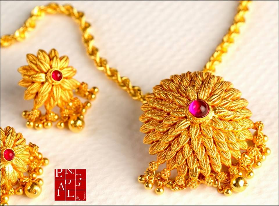 P N Gandgil And Sons Exclusive Jewellery Designs Traditional Maharashtrian Jewellery Http Gold Jewelry Fashion Gold Earrings Designs Gold Necklace Designs