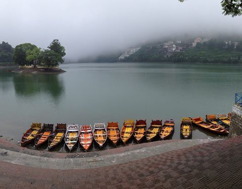 Located at around 20 kms from our resort #Nainital – Bhawanipur Greens stands the beautifully alluring Bhimtal Lake. Perfect for a sight-seeing trip with your family, this lake is perfect for walks, treks and bird-watching excursions. #travel