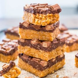 Chocolate Peanut Butter Kit Kat Crunch Bars (no-bake) - Homemade Crunch Bar-like topping full of peanut butter & Kit Kats!