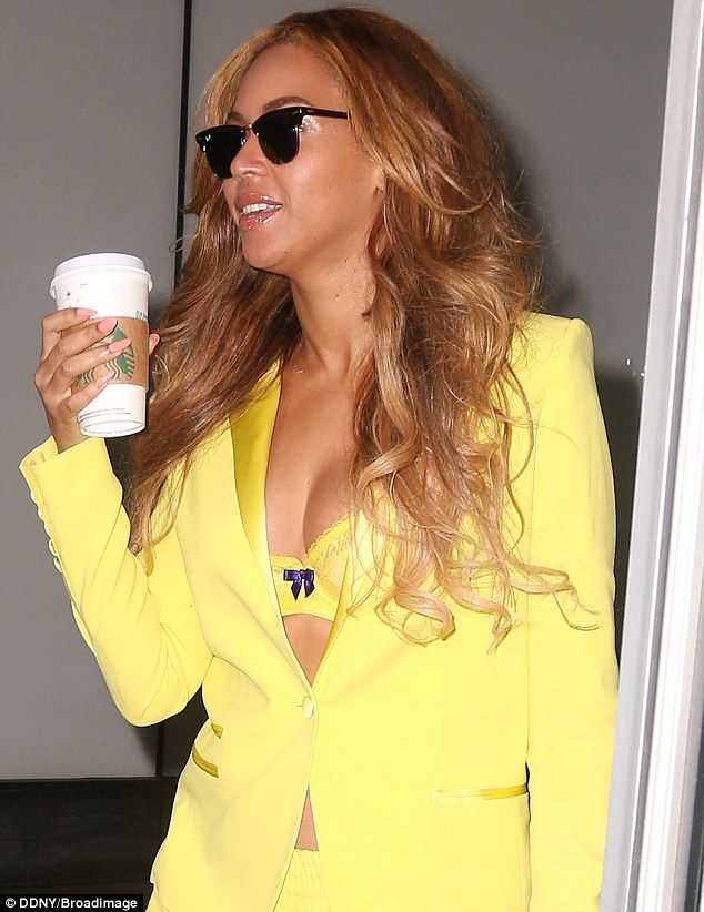 Beyonce matches her bra to her yellow trouser suit | Beyonce, Beyonce show, Trouser suits