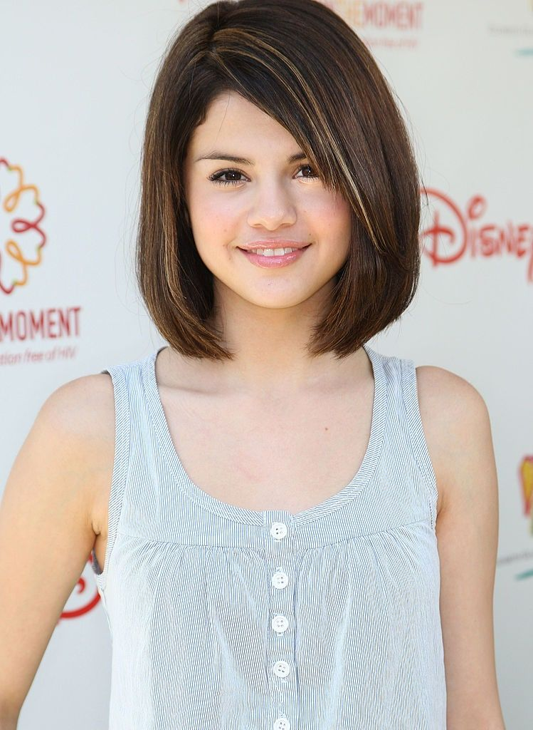Selena Gomez S Hair Has Changed So Much In The Past 12 Years In 2020 Teenage Girl Hairstyles Teenage Hairstyles Tween Girl Haircuts