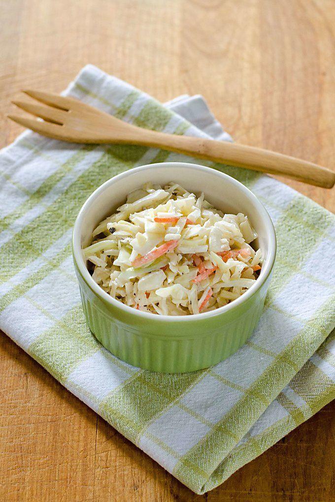Einfache Krautsalat Rezept mit 4 Zutaten und dauert 5 Minuten zu machen. Es ist perfekt für ein Potluck oder Sommer BBQ. Und es ist gesund Paleo Low Carb und Keto freundlich!