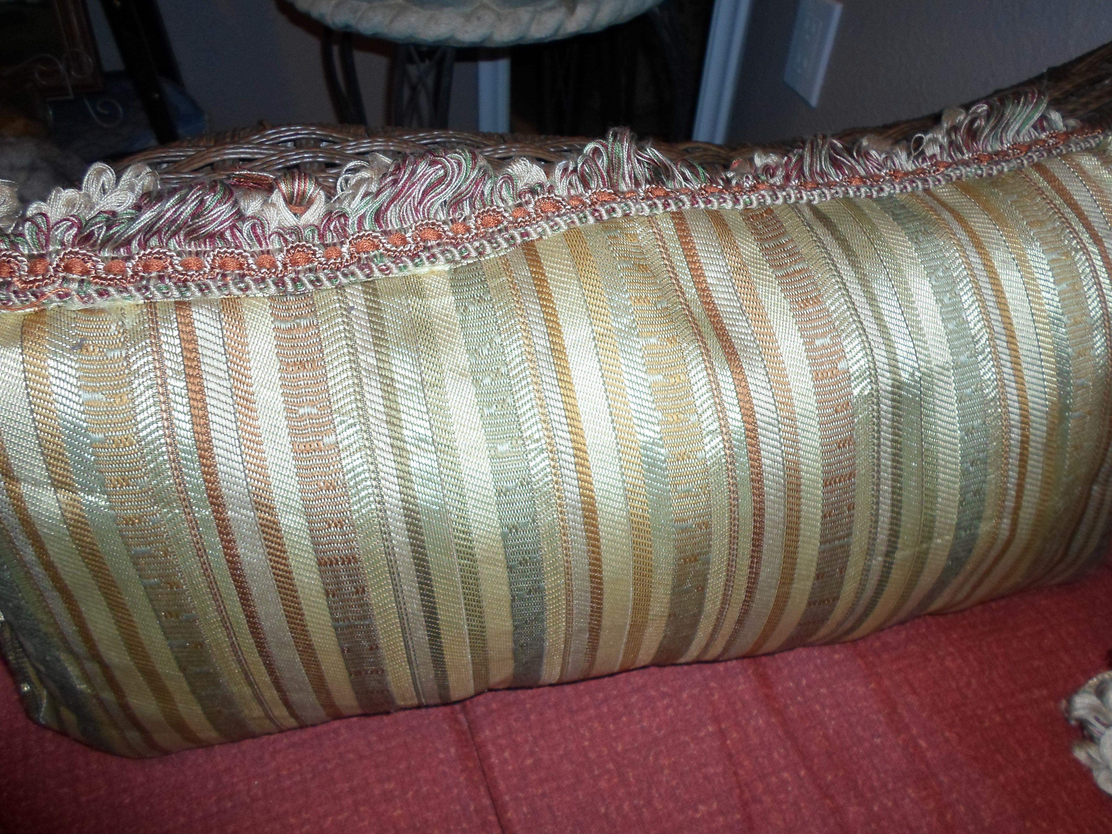 Dec. Pillow Por MaElena Mojica