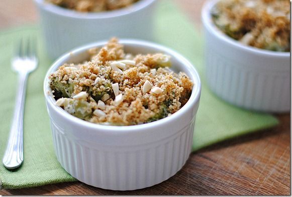 Skinny Broccoli and Cheese Casseroles by eatyourselfskinny #Broccoli #Cheese #Casserole #eatyourselfskinny