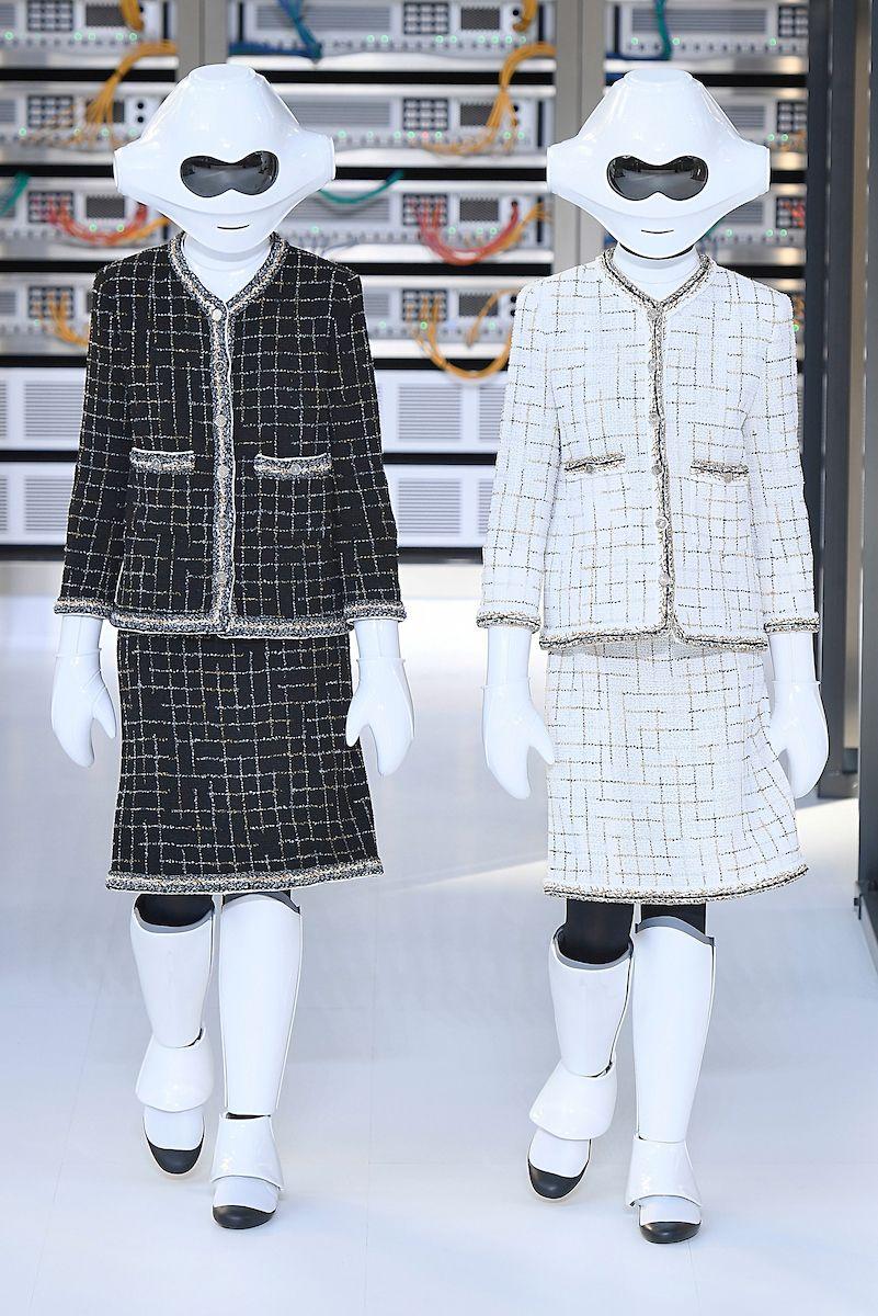 Karl Lagerfeld une streetwear e tecnologia no verão 2017 da Chanel