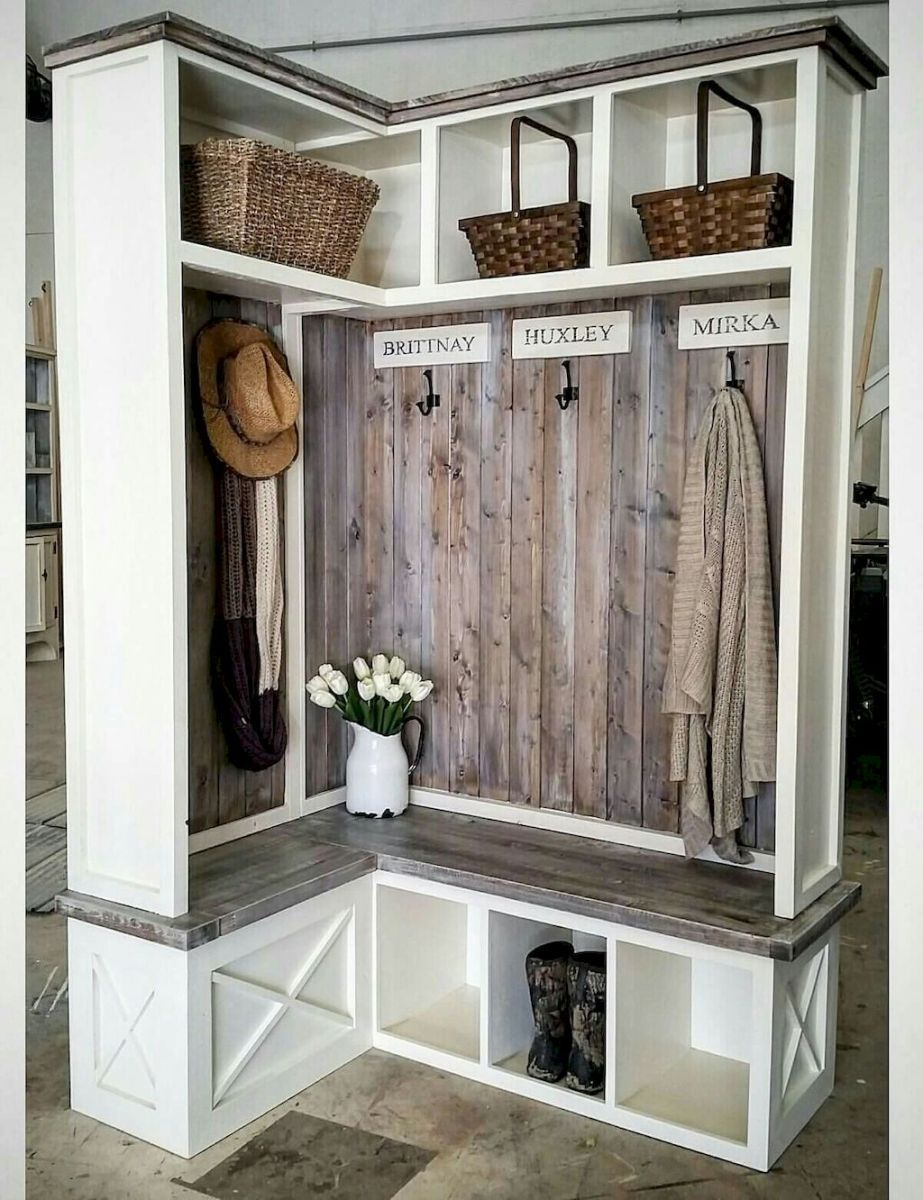 Modern farmhouse mudroom entryway ideas 60 modern for Farmhouse mudroom ideas