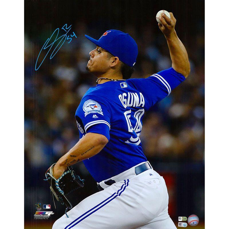 "Roberto Osuna Toronto Blue Jays Fanatics Authentic Autographed 16"" x 20"" Pitching Photograph"