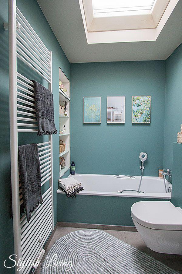 Kleines Bad in Farbe mit Wandleuchte Lena von clicklicht