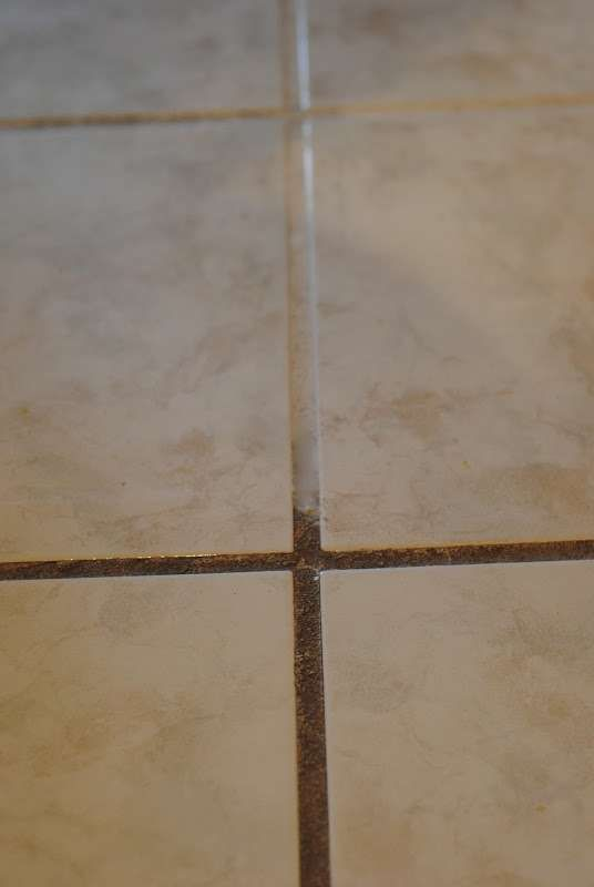Easy grout cleaning tip - Ask Anna Use Clorox bleach stain pen and - nettoyer moisissure joint salle de bain