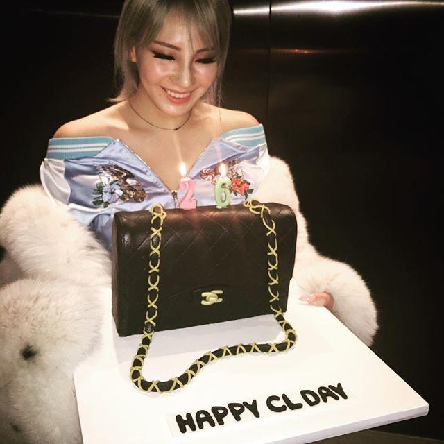 오늘은 리다 귀 빠진날~~~  생일 축하햄~ 사랑해!!!  Happy birthday CL!!! We love you!!! From your real GZBs  #CLis25andFab