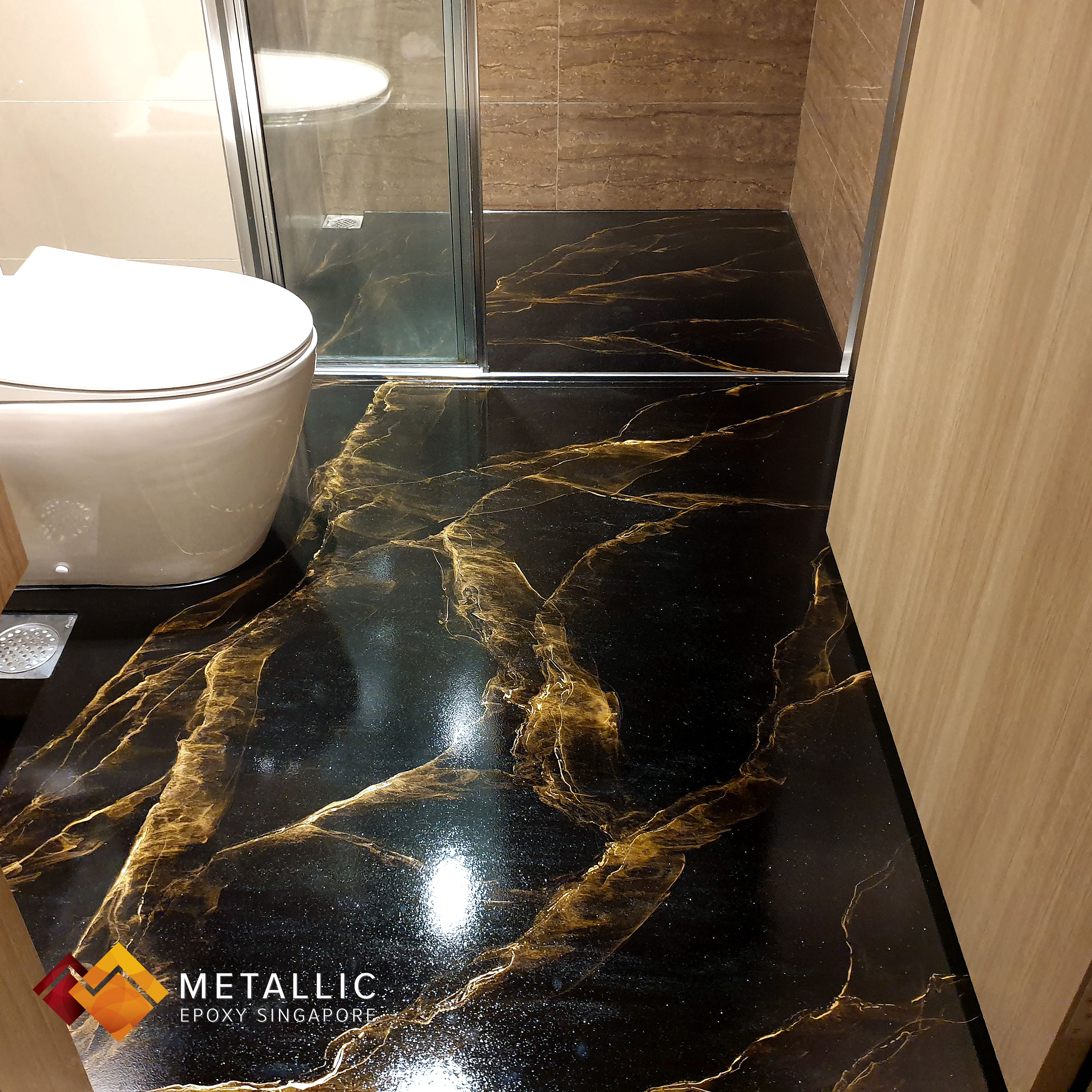 Creating An Up Class Luxurious Look And Feel For This Master Bedroom En Suite With Gorgeous Gold Streaks On A Pure Blac Metallic Epoxy Floor Epoxy Floor Epoxy