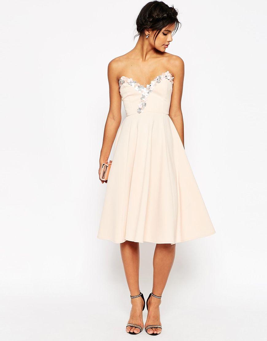 Kleider für Damen in Geschäften sowie in Online-Shops. Schau Dir die ...