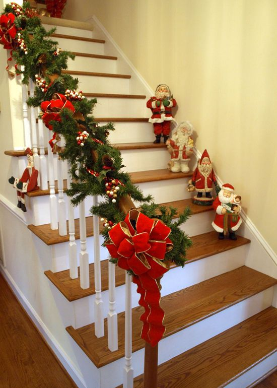Resultado De Imagen Para Arreglos Navideños Para Balcones Christmas Stairs Decorations Indoor Christmas Decorations Christmas Stairs