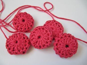 button tutorial - http://bynumber19.com/2012/05/20/crochet-button-tutorial/#