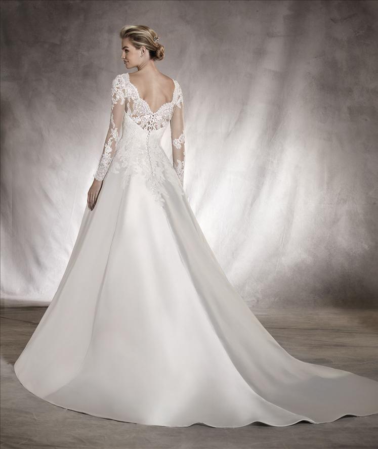 Wedding dresses in Alhambra