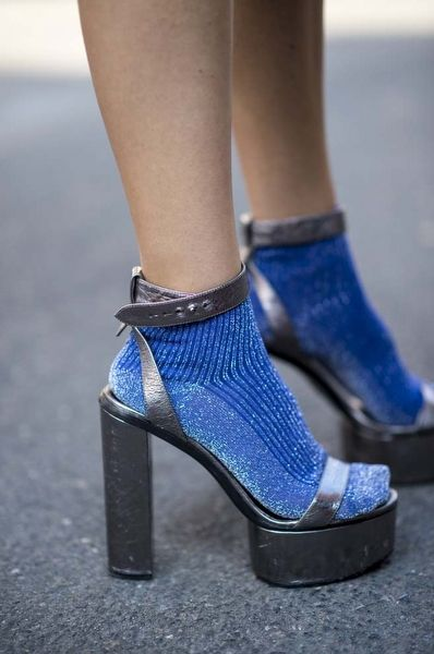Sokak Modasının İlham Veren Çorap ve Topuklu Ayakkabı Kombinleri - InStyle Türkiye
