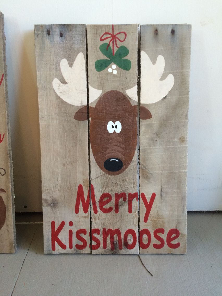 Merry Kissmoose Pallet Sign. Holiday Crafts Christmas