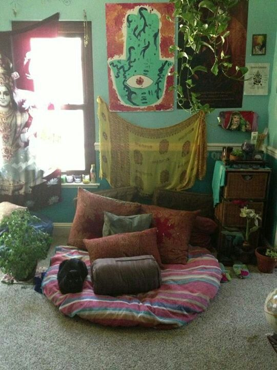 Love this small meditation quiet area for a small living - Small meditation room ideas ...
