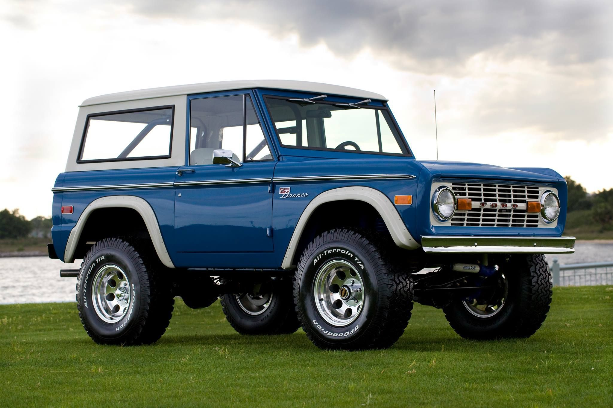 Classic Bahama Blue 331 Stroker Build. earlyfordbroncos
