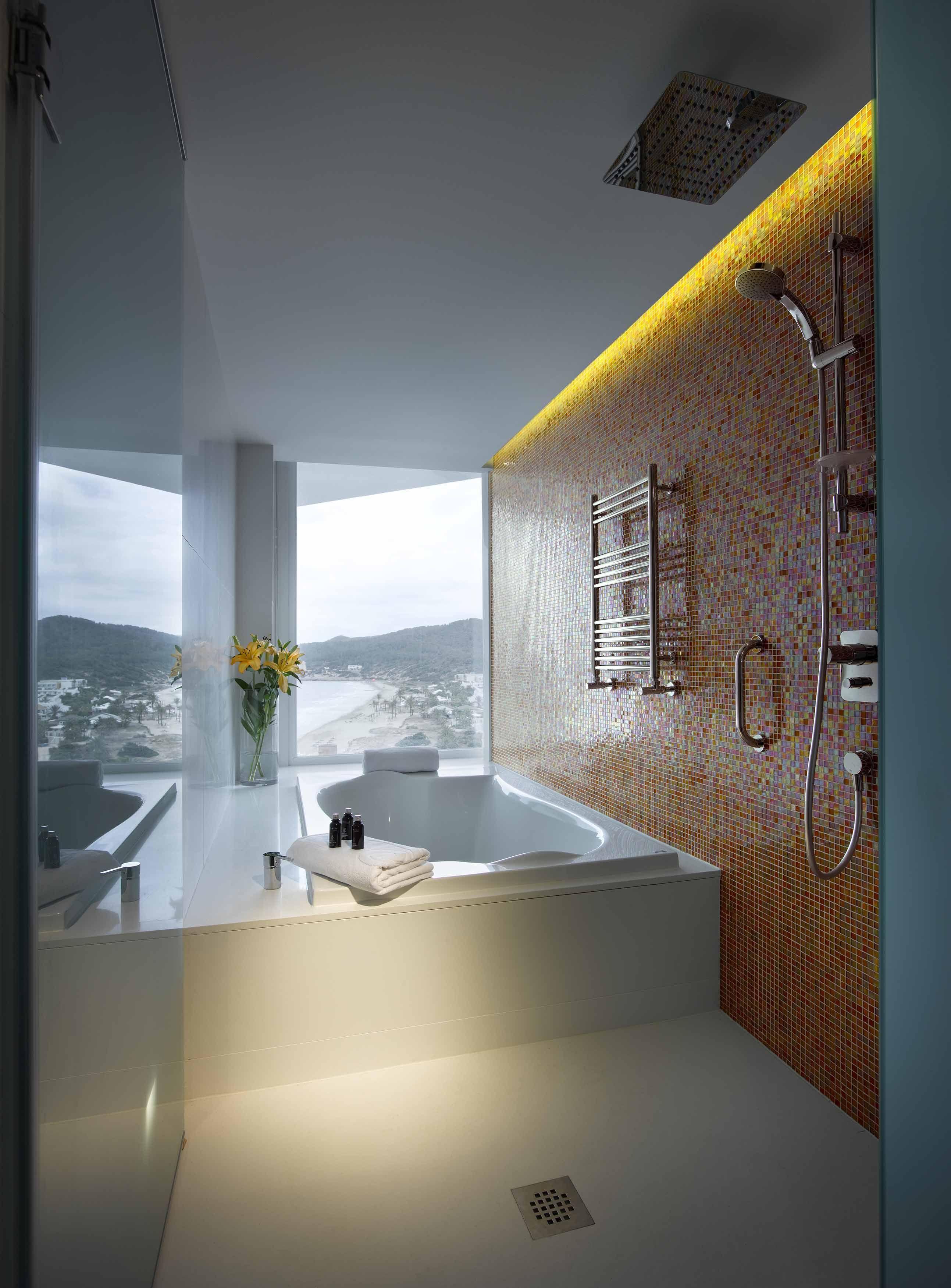 Bathtub of the Studio Suite Gold