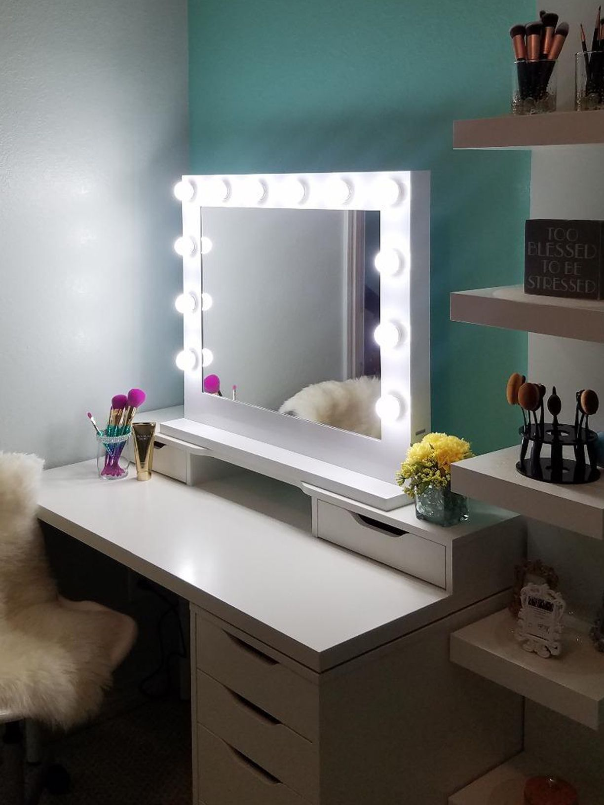 Hollywood Makeup Vanity Mirror Indispensable Accessory On Your