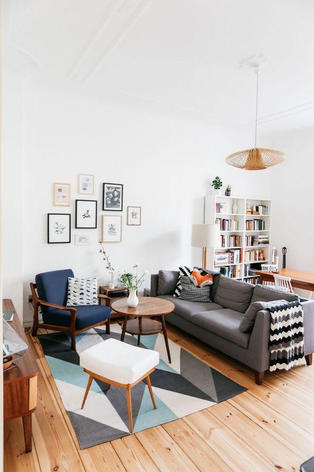 grand tapi a motif geometrique canape gris en tissus et assises aux decoupes retro