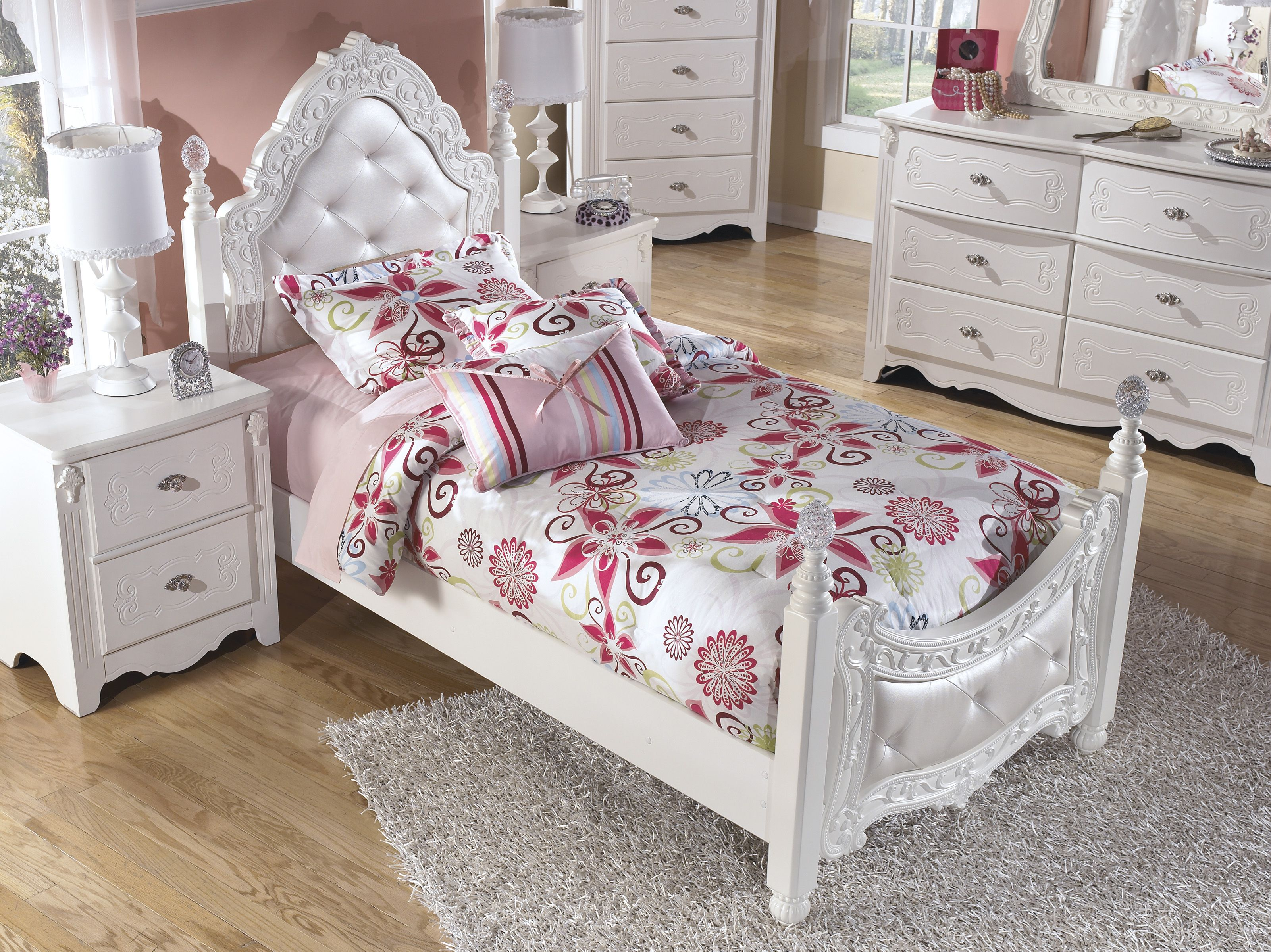 Exquisite 3 Piece Twin Poster Bed Ashley furniture