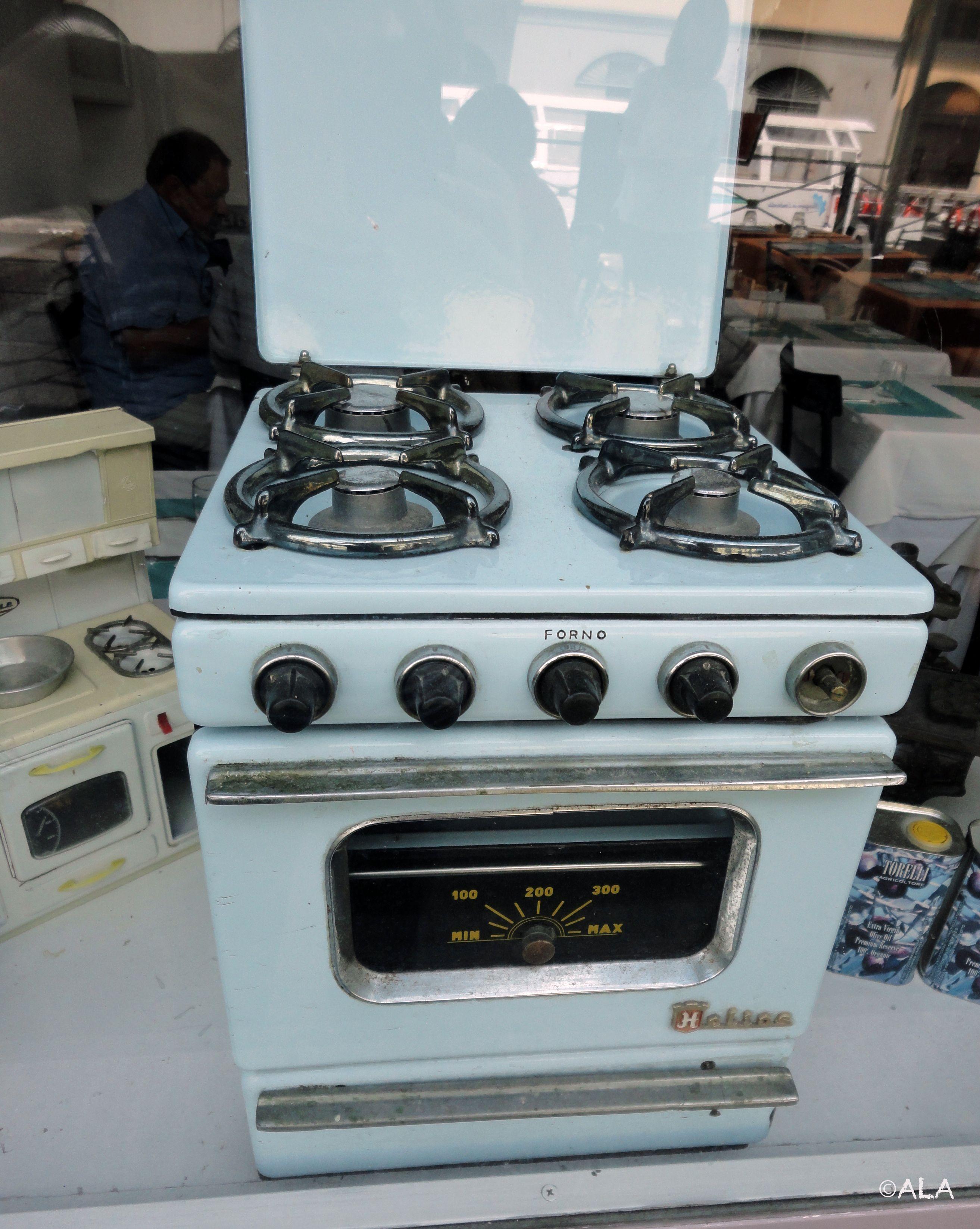 Vraie petite cuisinière (en Italie-Milan)