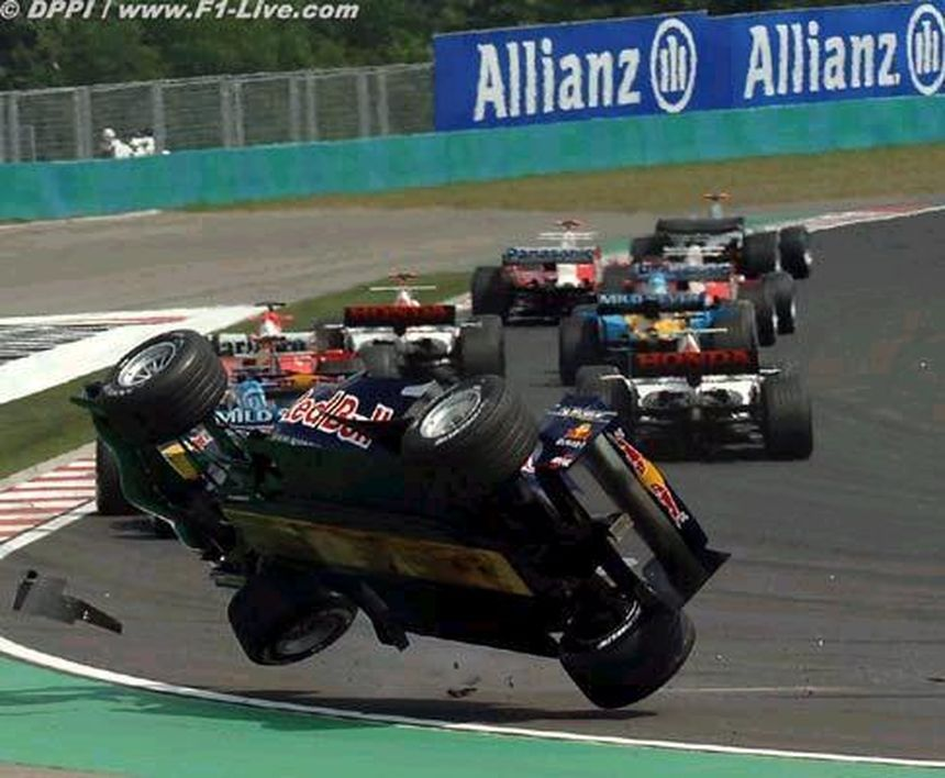 Crash formule 1 with images f1 crash race cars racing