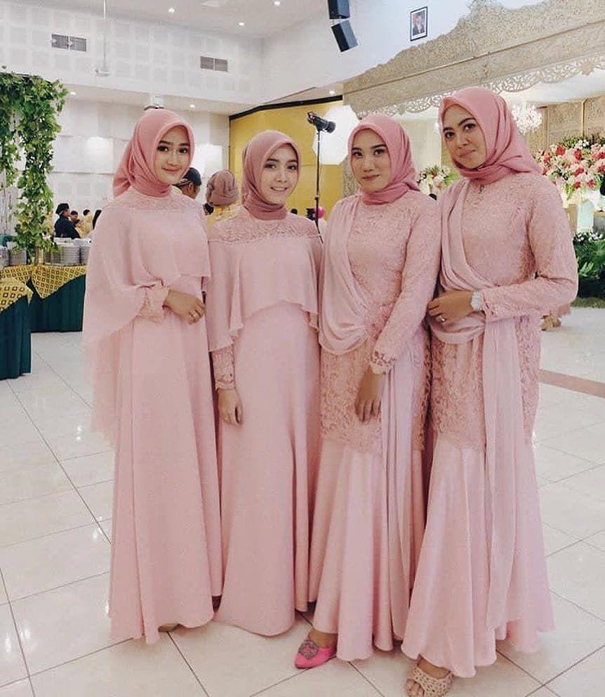 "Photo of BRIDESMAID KEBAYA KONDANGAN on Instagram: ""Pink salem bikin kalem 😁😁 . . Captivating #bridesmaidoutfit by @melapuspitasr . . _________________________________________ . #kondangan…"""