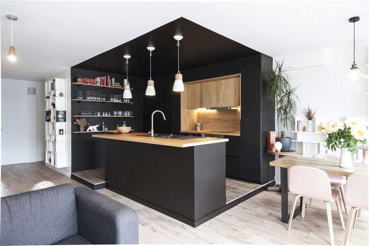 Cuisine noire et bois : exemple de réalisaton dans un appartement