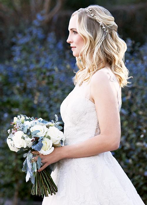 Pin By Kimberly Baranowski On Wedding Hair Vampire Wedding