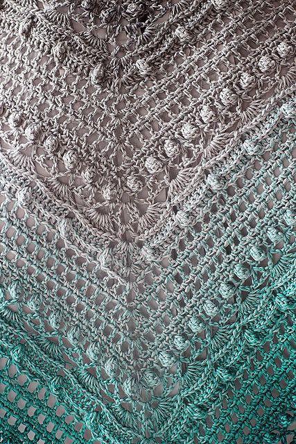 Lost in Time pattern by Johanna Lindahl #crochetshawlfree